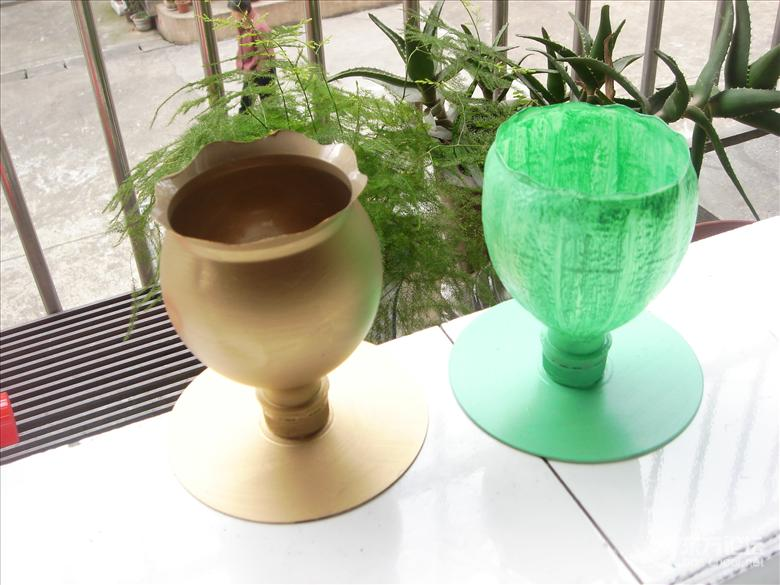 为外孙女幼儿班手工制作:塑料瓶花盆